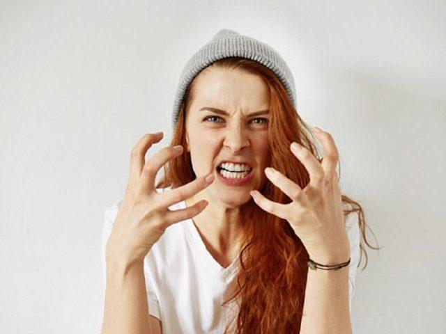 Tính tình nóng nảy có thể là dấu hiệu yếu sinh lý nữ