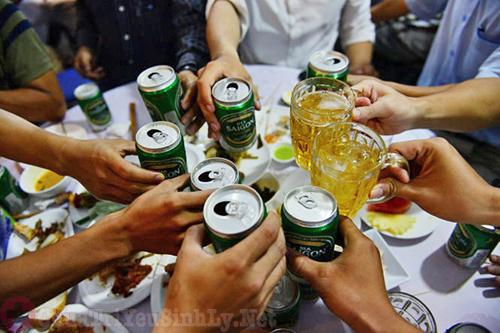 Uống quá nhiều rượu bia gây yếu sinh lý ở nam giới