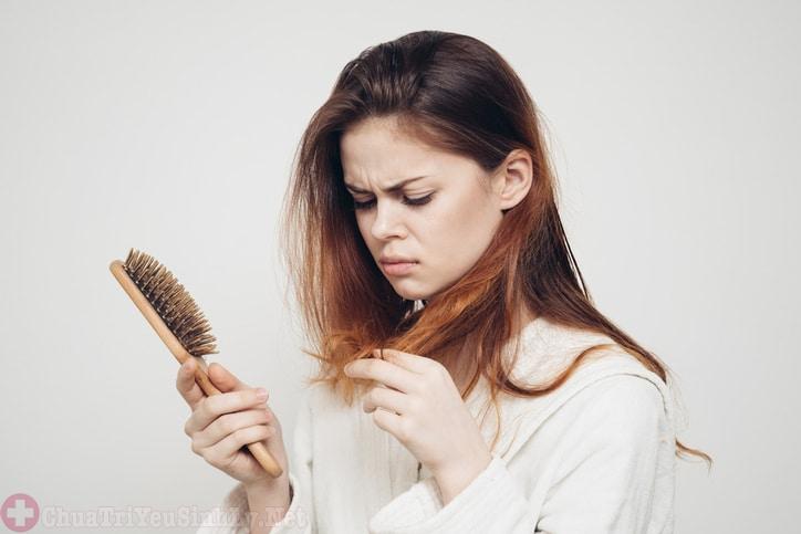 Rụng tóc là triệu chứng của bệnh thận yếu