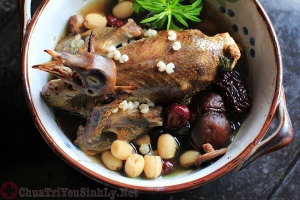 Gà ác hầm thuốc bắc - Món ăn trị xuất tinh sớm hiệu quả
