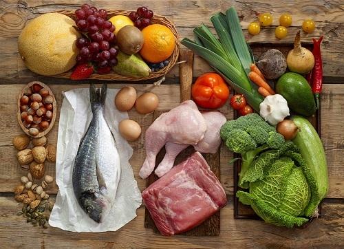 Người bệnh thận yếu nên chú ý đến chế độ ăn uống để kiểm soát bệnh