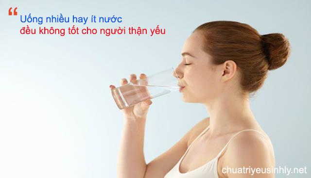 bị thận yếu có nên uống nhiều nước