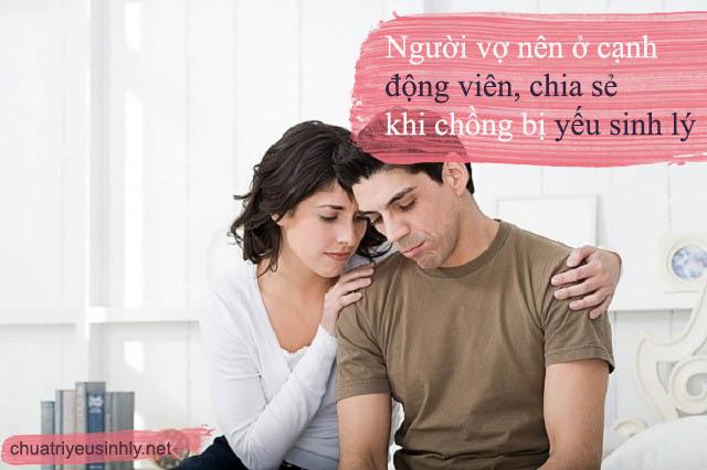 Thay vì chán nản vì chồng yếu sinh lý thì người vợ nên ở bên cạnh động viên, an ủi chồng