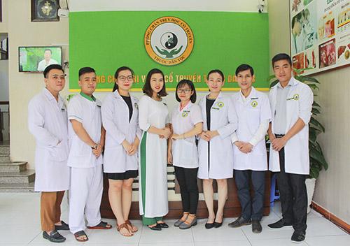 Đội ngũ y bác sĩ tại Trung tâm Thuốc dân tộc cơ sở Hồ Chí Minh