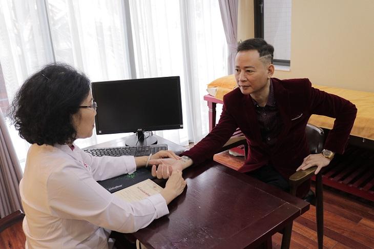 Bác sĩ Nguyễn Thị Vân Anh đã có hơn 30 năm khám chữa bệnh nam khoa
